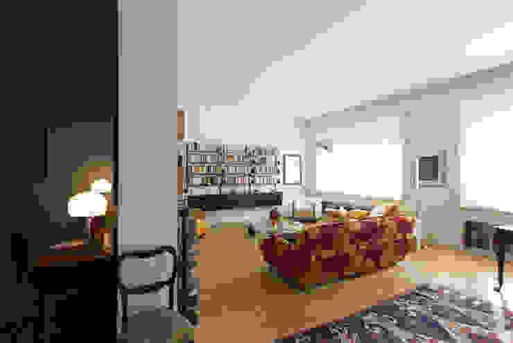 HHR | historical apartment restyling Soggiorno classico di Atelierzero Classico