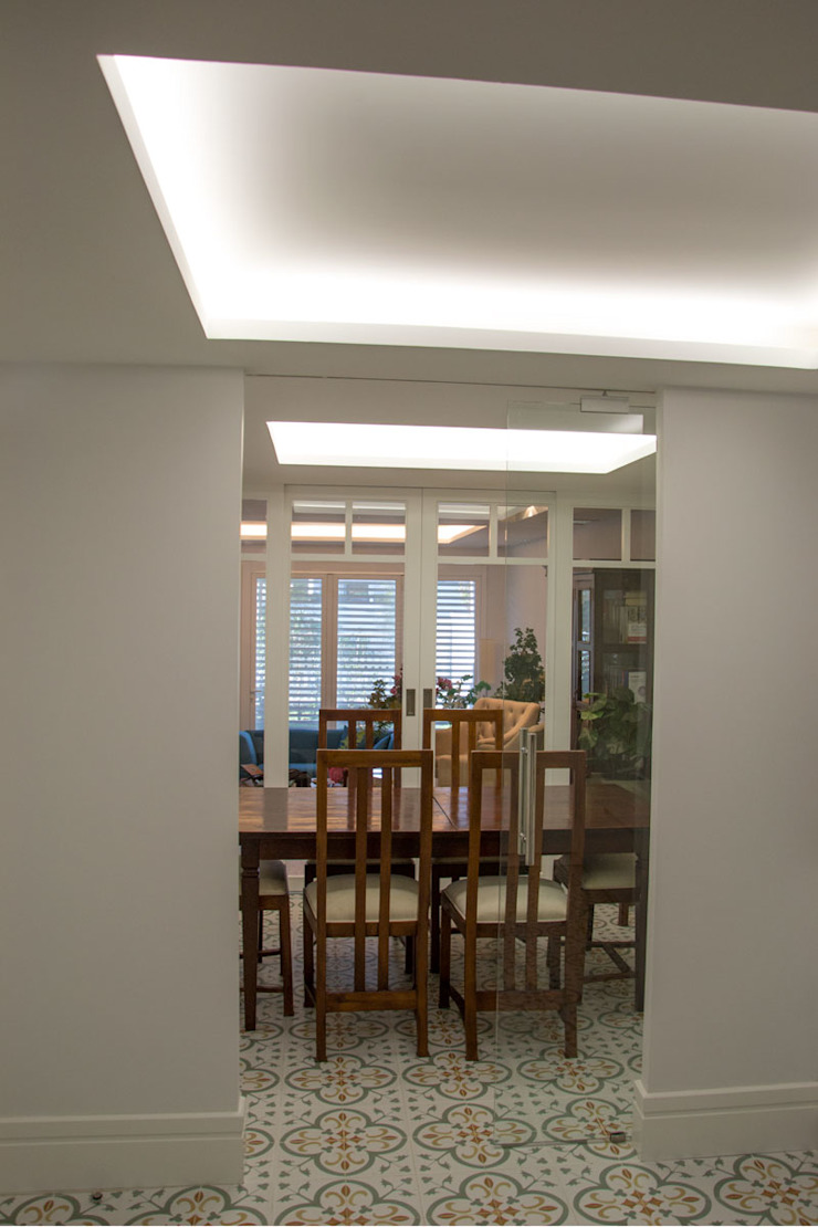 Classic style dining room by Viteri/Lapeña Classic
