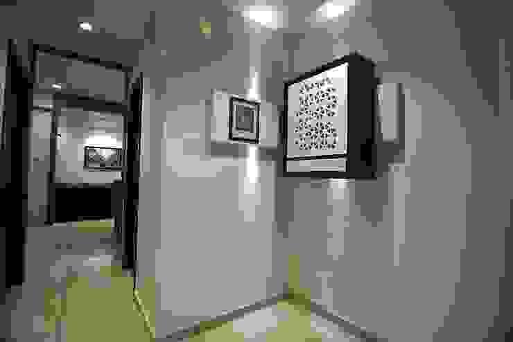 atman and helees flat studio 7 designs Corridor, hallway & stairs Drawers & shelves