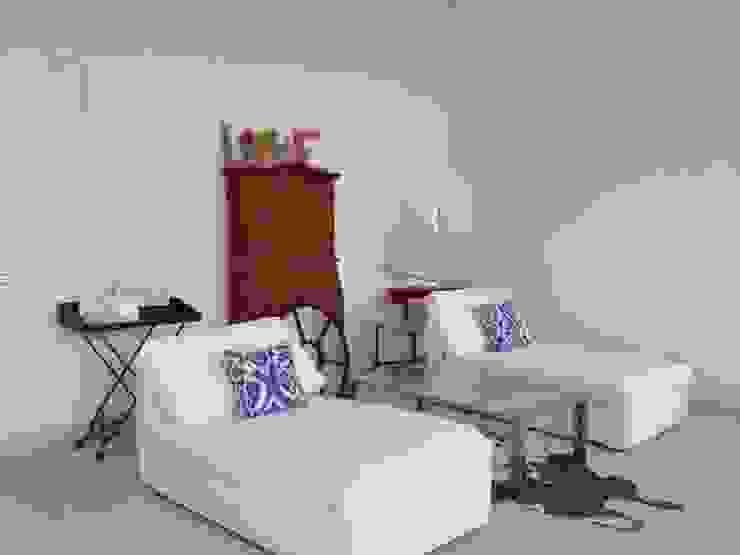 Classic style bedroom by DECOLAB LABORATORIO SL Classic