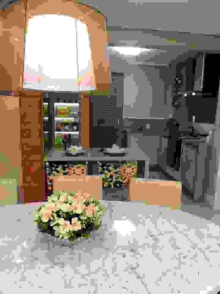 Moderne Küchen von Marina Turnes Arquitetura & Interiores Modern