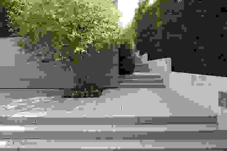 Detail im minimalistischen Familiengarten Moderner Garten von dirlenbach - garten mit stil Modern