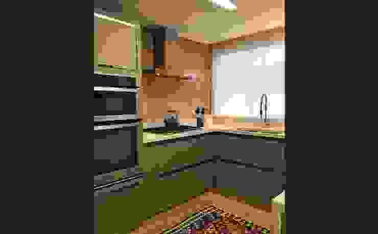 Modern Kitchen by Luisa Grillo Arquitetura Modern
