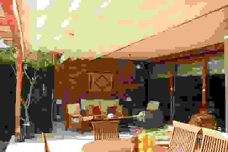 Porche Exterior y Reforma de Sótano, Las Rozas DOSALCUBO OBRAS Y PROYECTOS Balcones y terrazas de estilo clásico