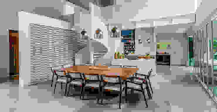 Casa de Veraneio Itu Salas de jantar modernas por Radô Arquitetura e Design Moderno