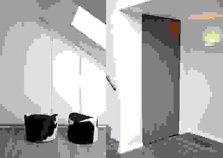 Villa Waalwijk Minimalistische kleedkamers van Ecker Keukens en Interieur Minimalistisch