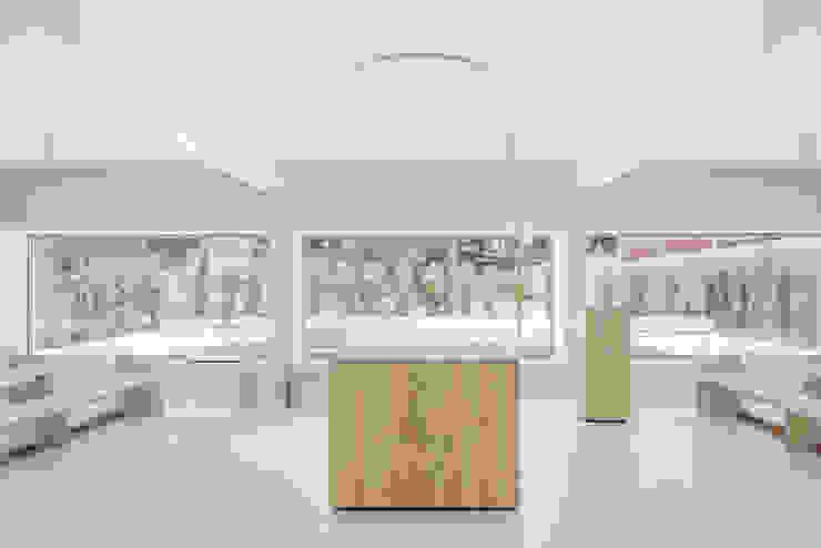 Capela Salas de estar minimalistas por Site Specific Minimalista
