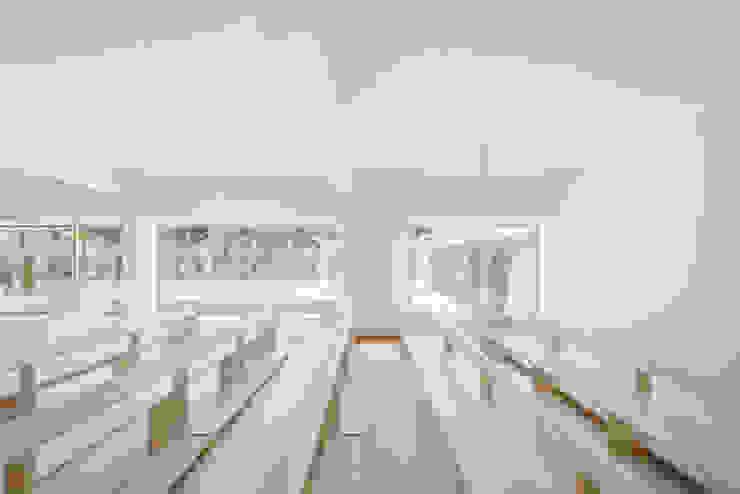 Capela Jesus Mestre Salas de estar minimalistas por Site Specific Minimalista