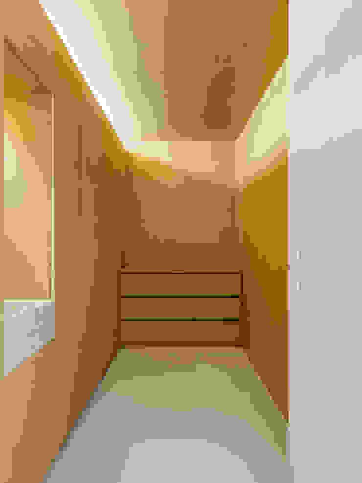 Sacristia Quartos minimalistas por Site Specific Minimalista