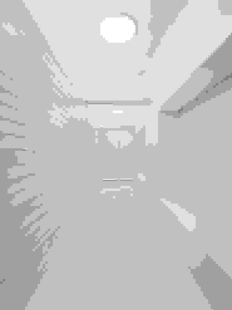 Corredor Corredores, halls e escadas minimalistas por Site Specific Minimalista