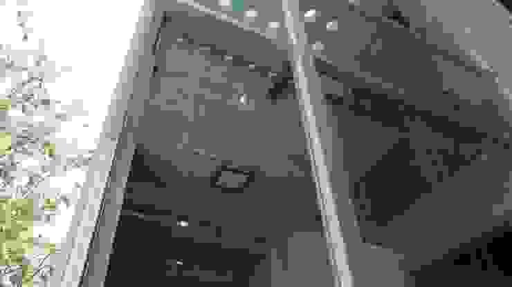 Minimalist walls & floors by Diez y Nueve Grados Arquitectos Minimalist