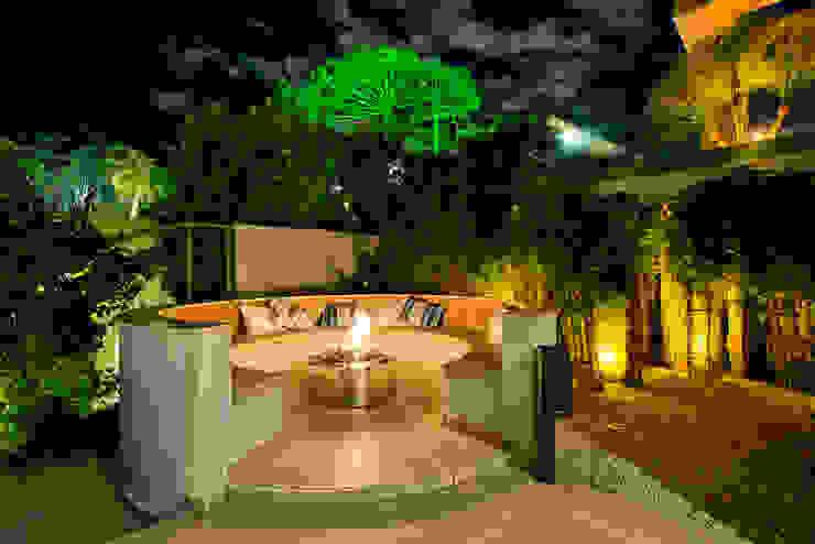 Residência Vista Alegre -Curitiba-PR Piscinas modernas por Karin Brenner Arquitetura e Engenharia Moderno