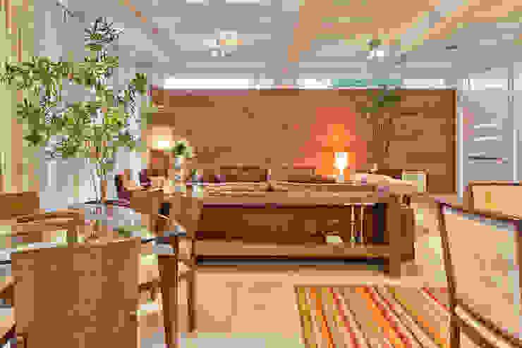 Residência Vista Alegre -Curitiba-PR Salas de estar modernas por Karin Brenner Arquitetura e Engenharia Moderno