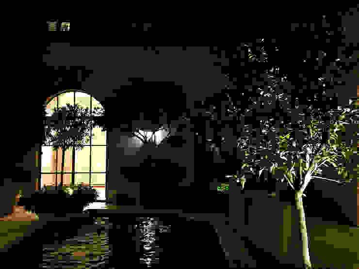 L' Architectural Bronze e la sua regalità Finestre & Porte in stile minimalista di Mixlegno group Srl Minimalista