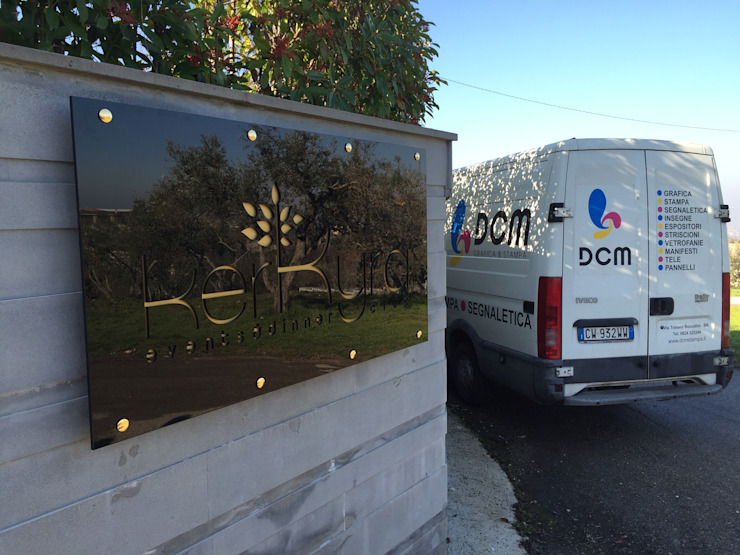 Insegna luminosa in Plexiglass DCM Srl Negozi & Locali Commerciali