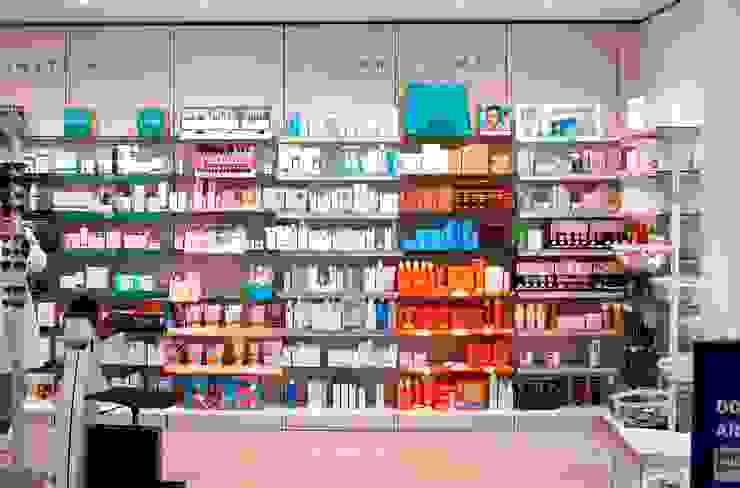 Farmácia por CONTRAÇO Moderno