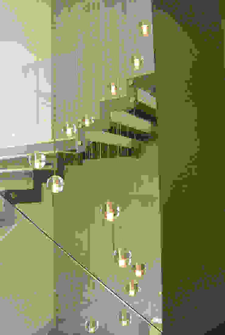 Casa Bosque de Niebla Pasillos, vestíbulos y escaleras modernos de BCA Taller de Diseño Moderno
