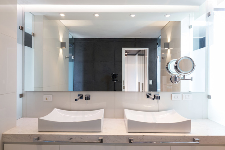 Modern bathroom by BCA Arch and Interiors Modern