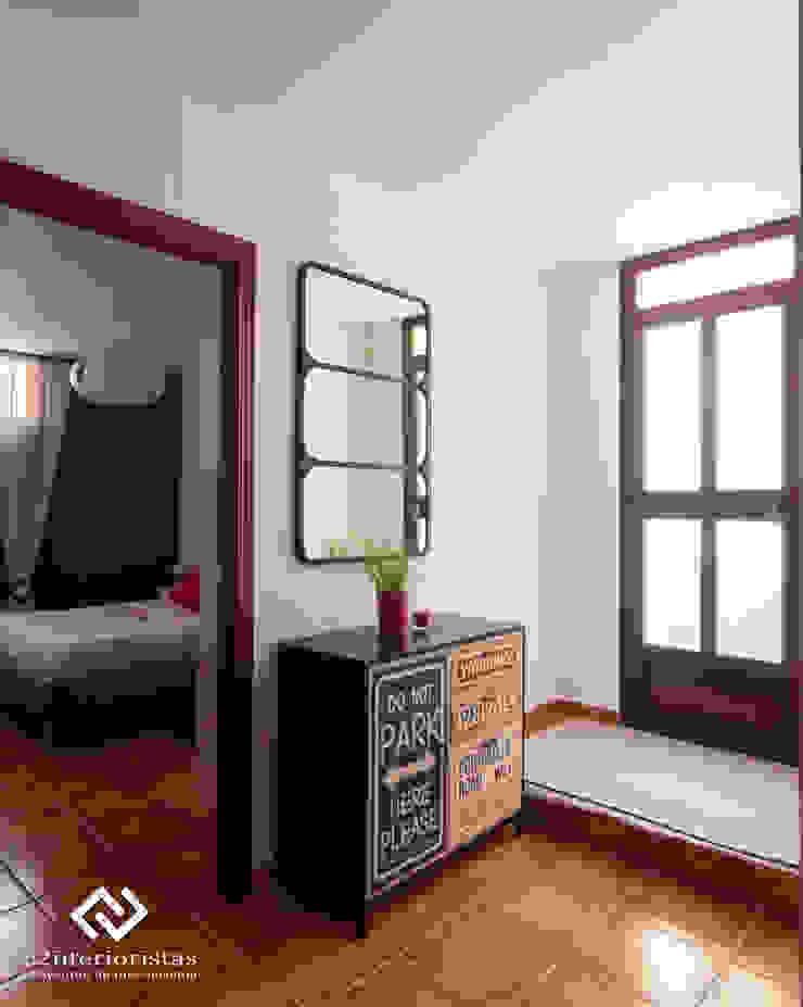 Modern corridor, hallway & stairs by C2INTERIORISTAS Modern