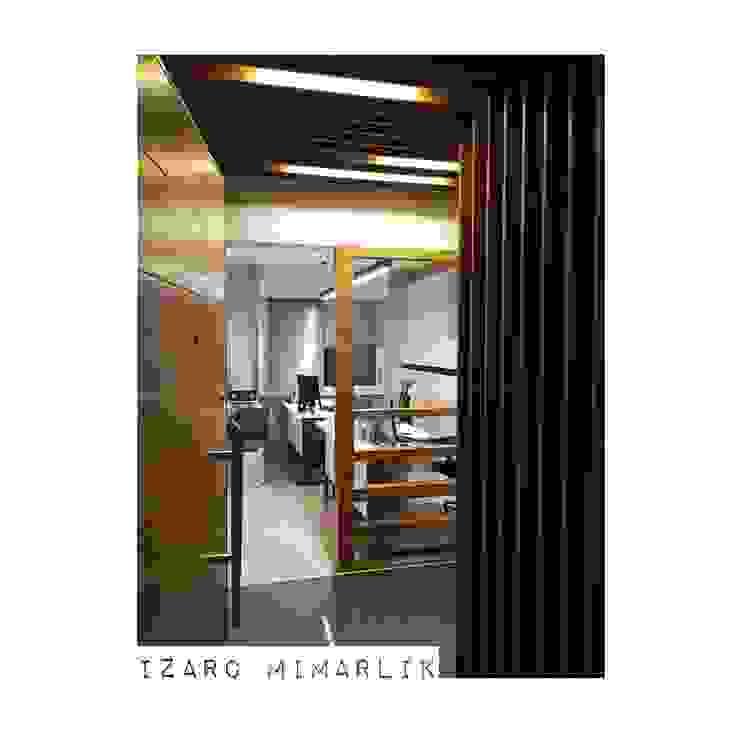 İZARC MİMARLIK – CROWE HORWATH FINANCIAL CONSULTANT OFFICE PROJECT: modern tarz , Modern
