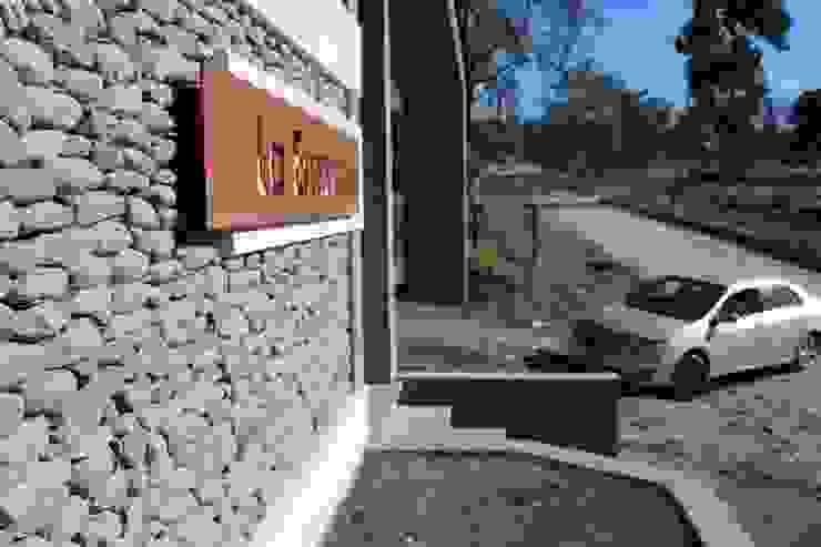 Wiejskie domy od Comma - Oficina de arquitectura Wiejski
