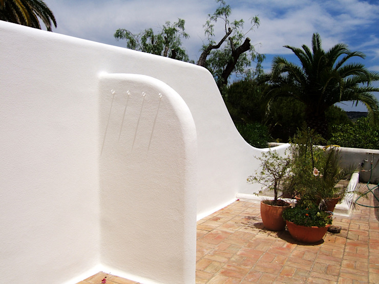 Renovação de Fachadas / Reparação de Fendas Casas mediterrânicas por RenoBuild Algarve Mediterrânico