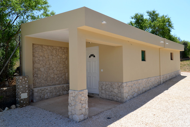 Houses by RenoBuild Algarve, Rustic