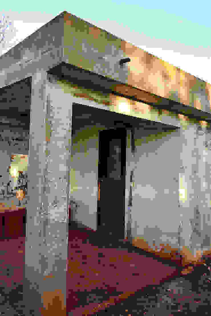 Renovação de Fachadas / Reparação de Fendas Casas rústicas por RenoBuild Algarve Rústico