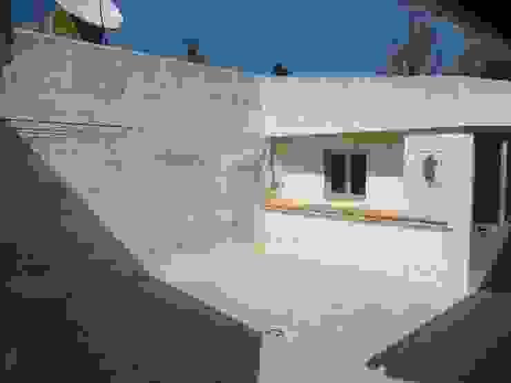 Facade Renovation / Repairing Cracks RenoBuild Algarve Rustic style house