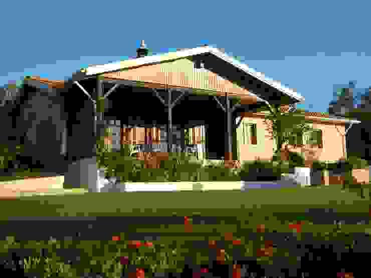 Facade Renovation / Repairing Cracks Rumah Gaya Rustic Oleh RenoBuild Algarve Rustic