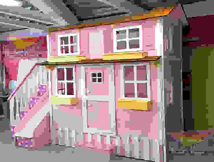 Preciosa casita con tercer cama deslizable de camas y literas infantiles kids world Clásico Derivados de madera Transparente
