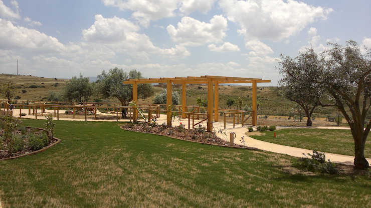 Studio Angius - Pisano Mediterranean style garden Wood Multicolored