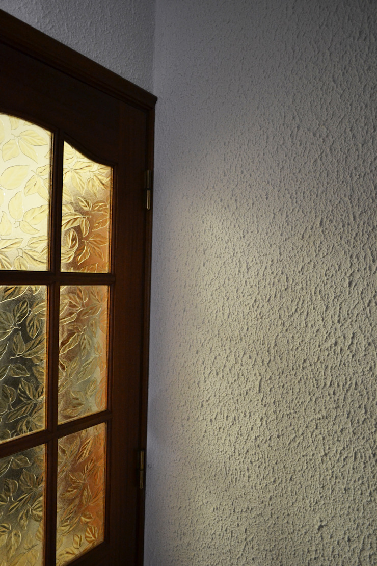 Reboco Decorativo / Acabamento Decorativo Corredores, halls e escadas rústicos por RenoBuild Algarve Rústico