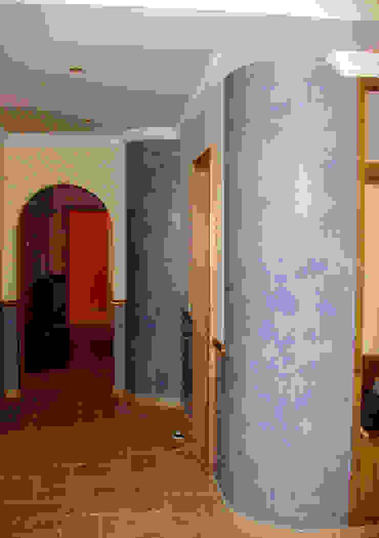 Estuque Veneziano RenoBuild Algarve Corredores, halls e escadas modernos