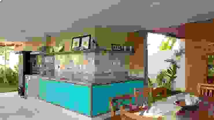 Balcones y terrazas de estilo tropical de Tânia Póvoa Arquitetura e Decoração Tropical Mármol