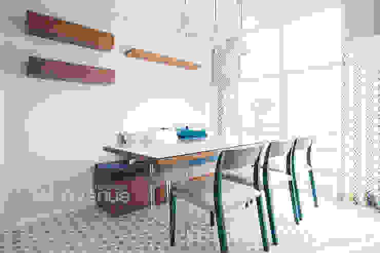 감각적인 패턴과 감성이 있는 인테리어 : 퍼스트애비뉴의  다이닝 룸,모던