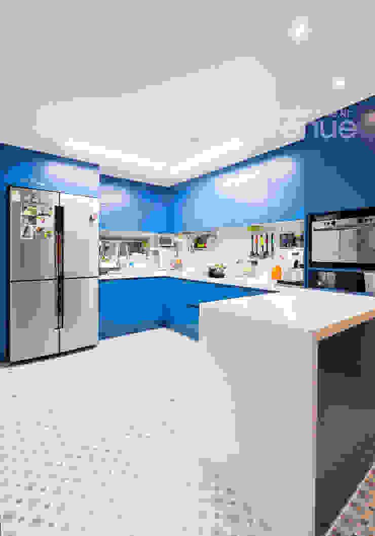 Cocinas modernas de 퍼스트애비뉴 Moderno