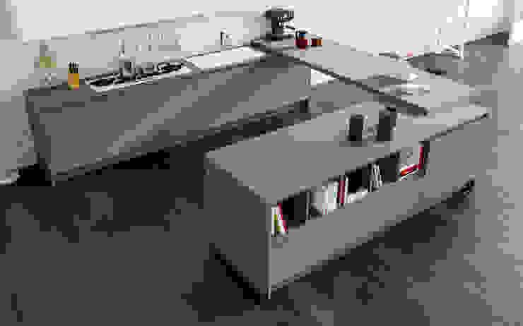 Modern Kitchen by Atra Cucine Modern Engineered Wood Transparent