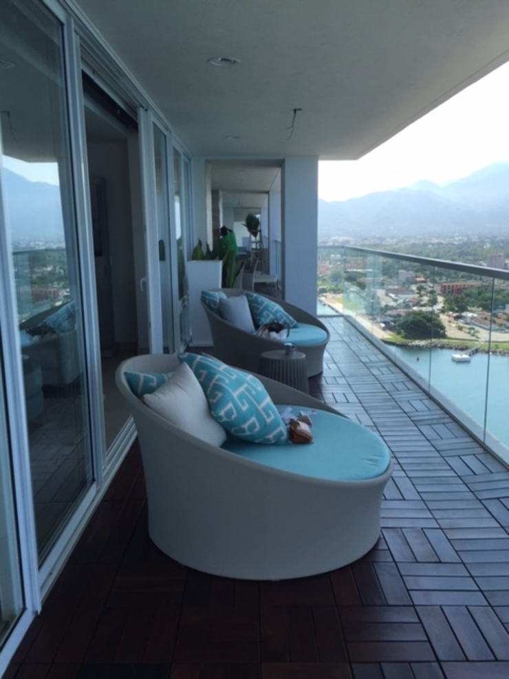 Condominio Tres Mares Balcones y terrazas modernos de Marusa Albarrán interior Design Moderno