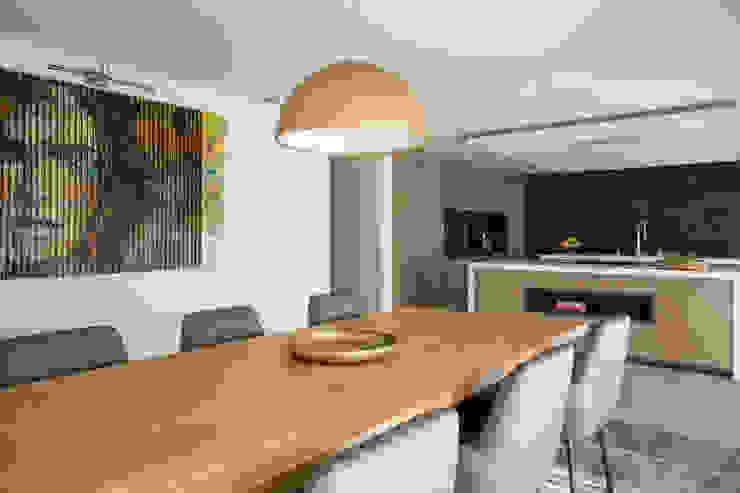 mesa de Cozinha Cozinhas modernas por CASA MARQUES INTERIORES Moderno Madeira maciça Multicolor