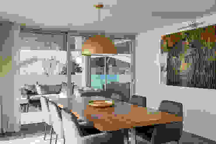 mesa da copa por CASA MARQUES INTERIORES Moderno Madeira maciça Multicolor