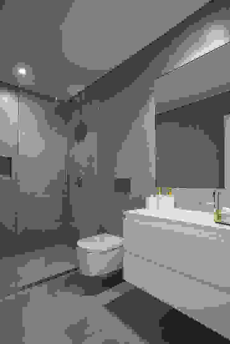 casa banho por CASA MARQUES INTERIORES Moderno Argila