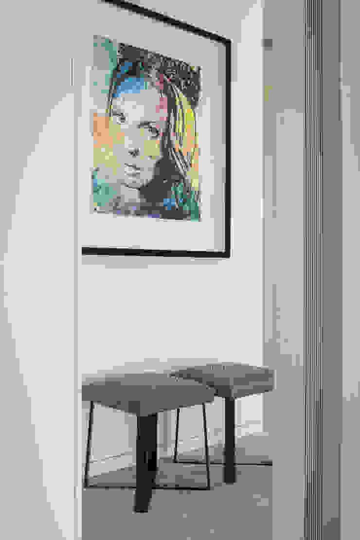 hall dos quartos por CASA MARQUES INTERIORES Moderno Ferro/Aço
