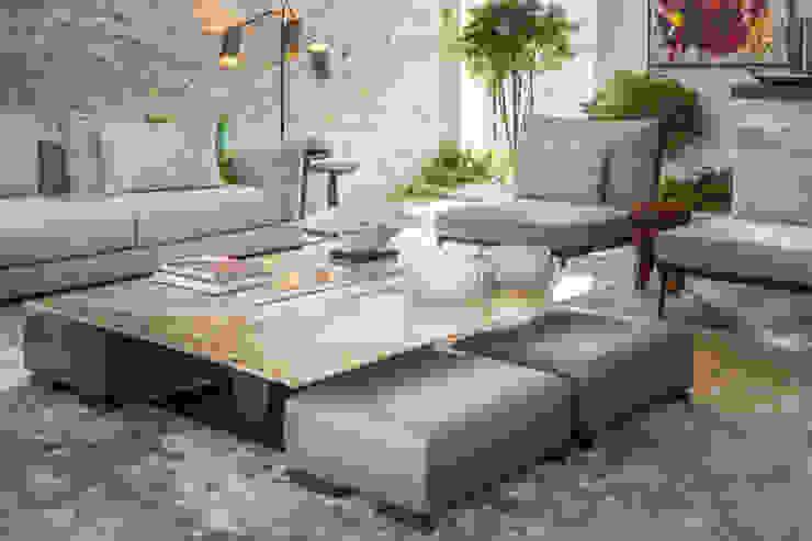 sala de estar com mesa de centro em ônix por CASA MARQUES INTERIORES Moderno