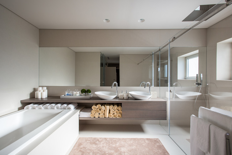 Bathroom by CASA MARQUES INTERIORES,