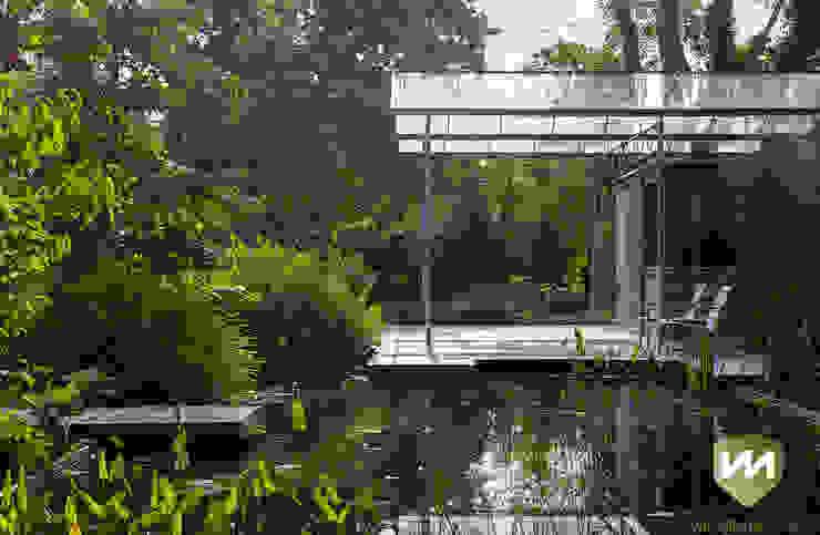 Moderne tuin met zwemvijver en poolhouse Industriële tuinen van Van Mierlo Tuinen | Exclusieve Tuinontwerpen Industrieel