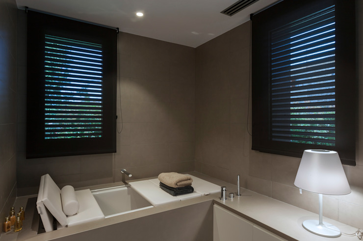 Bathroom by Teresa Casas Disseny d'Interiors,