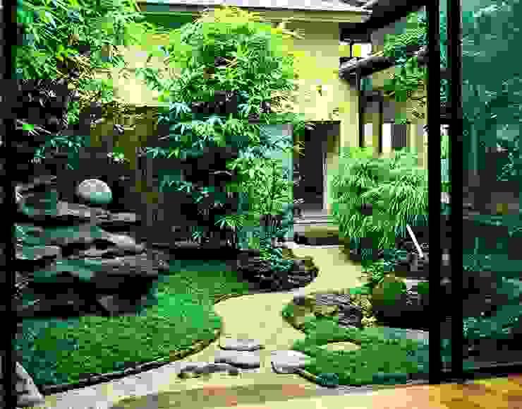 Giardino in stile asiatico di Enatsu Garden Architect / 江夏庭苑事務所 Asiatico