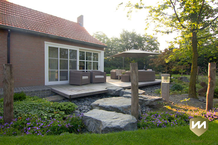 Country style gardens by Van Mierlo Tuinen | Exclusieve Tuinontwerpen Country