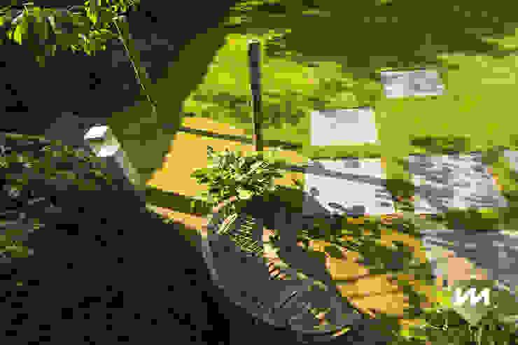 Landelijke achtertuin met stoer paviljoen Landelijke tuinen van Van Mierlo Tuinen | Exclusieve Tuinontwerpen Landelijk
